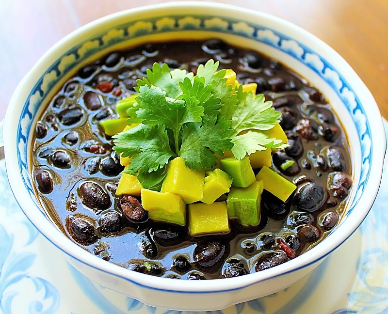frijoles con aguacate