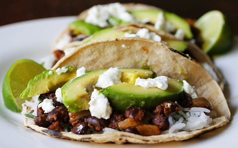 tacos con aguacate